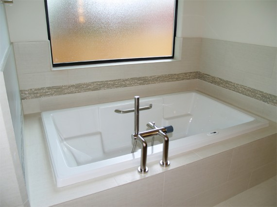 Home Builder Watermark Homes with Master Bathtub